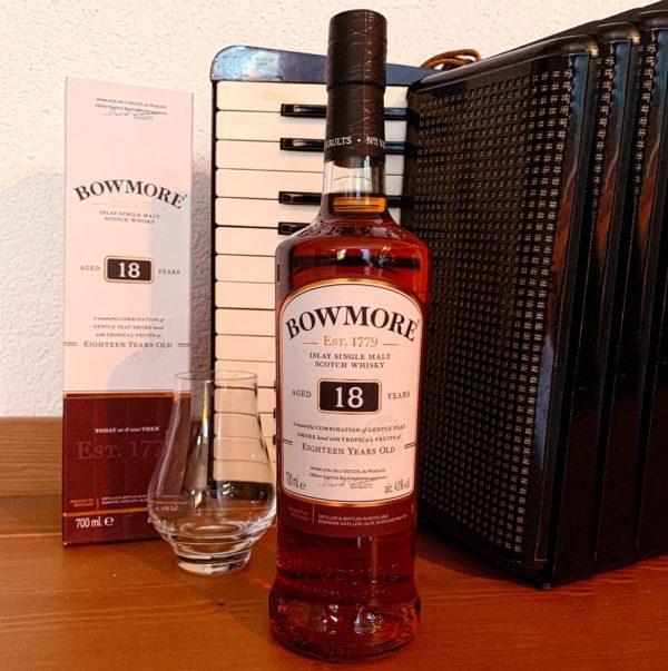 Bowmore 18 years single malt with accordion