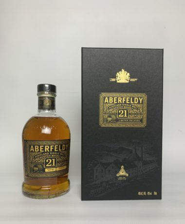 The Aberfeldy 21 years is a well-matured, gold-colored Single Malt Scotch, elegant aroma of honey, vanilla, heather & oranges, surprising slight smoke note.
