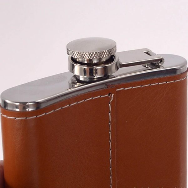 Whisky Travel Set light leather look, closure with loss protection side