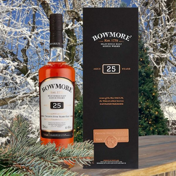 Bowmore 25 years single malt Christmas picture