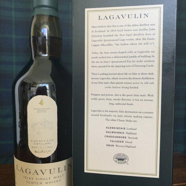 Lagavulin 16 let single malt zadní boční štítek